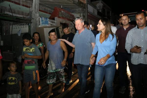 Arthur Neto visita área atingida por incêndio e anuncia decreto de calamidade pública