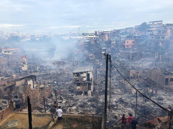 No total, 17 vítimas do incêndio no Educandos deram entrada em hospitais da cidade