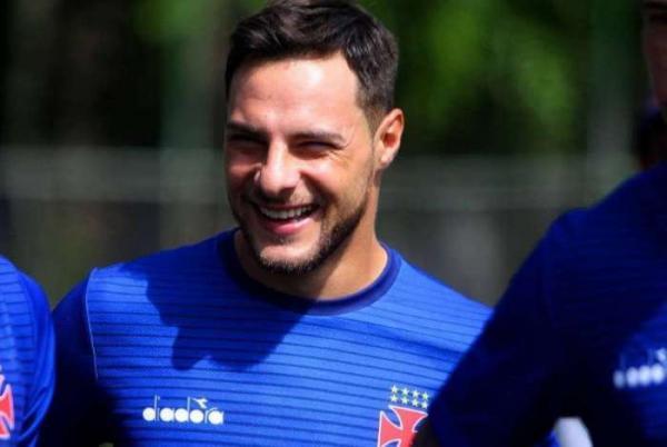 Leandro Desábato aceita proposta e vai deixar o Vasco rumo ao futebol japonês
