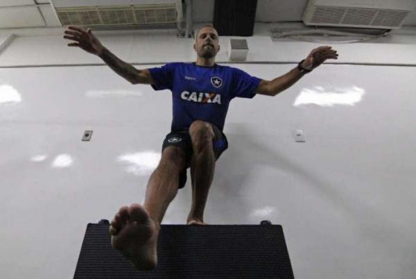 Com Diego Cavalieri, Botafogo retorna aos trabalhos com atividade física