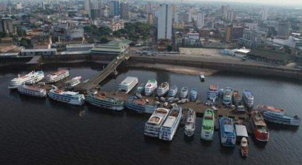 Bombeiros encontram corpo de homem que caiu no rio Negro, em Manaus