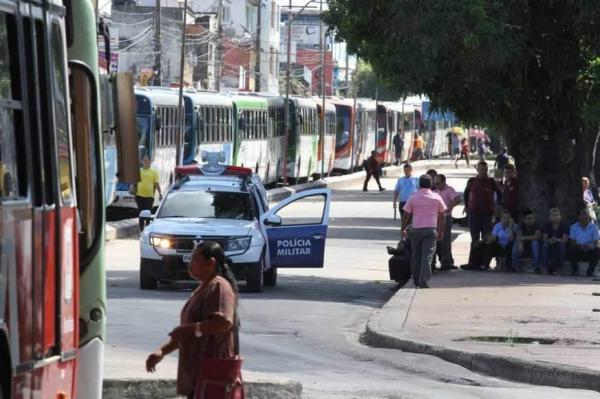 Sem salários ou plano de saúde, rodoviários de Manaus ameaçam greve