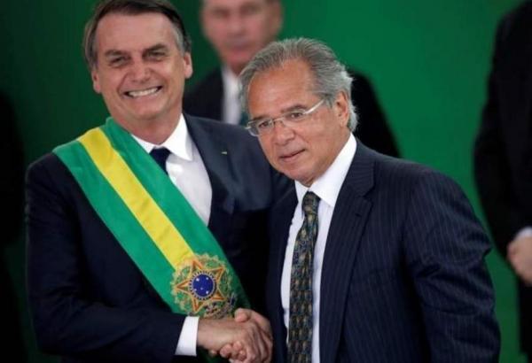 Guedes conhece 'muito' de economia, mas sei 'um pouco mais de política', diz Bolsonaro