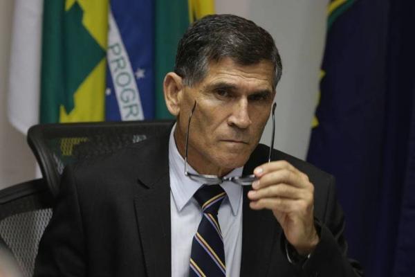 General Santos Cruz quer militar fora da reforma da Previdência