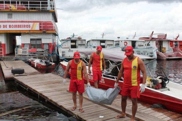 Corpo de homem é encontrado por bombeiros no Rio Negro, em Manaus