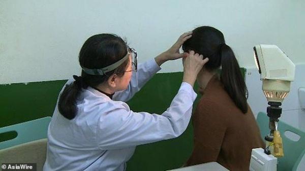 Mulher chinesa sofre com condição rara e não consegue ouvir voz de homens