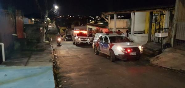 Idoso tenta consertar telhado, cai e morre em Manaus