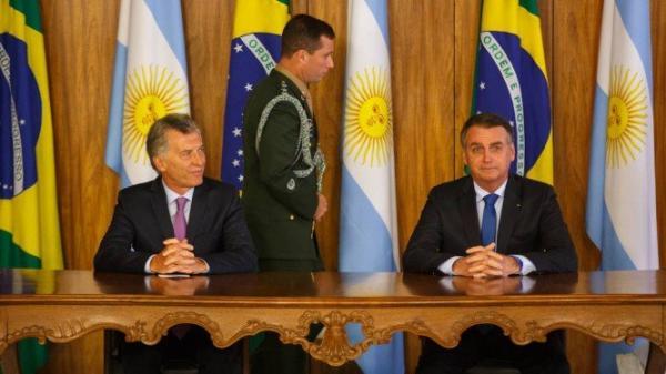 Bolsonaro e Macri condenam governo de Maduro: 'É um ditador'