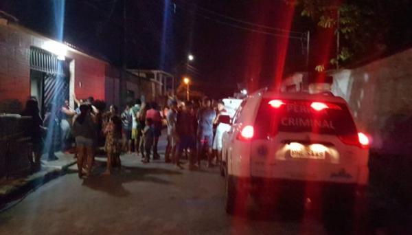 Homens invadem casa e matam jovem com 11 tiros na cabeça em Manaus