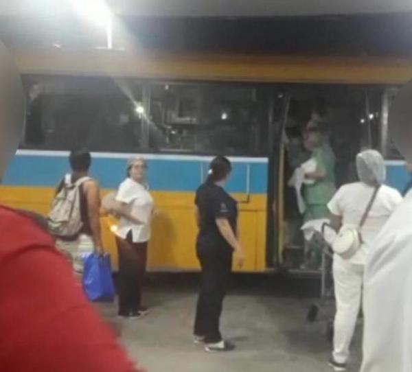 Com dores, grávida é mandada de volta para casa e dá à luz dentro de ônibus em Manaus