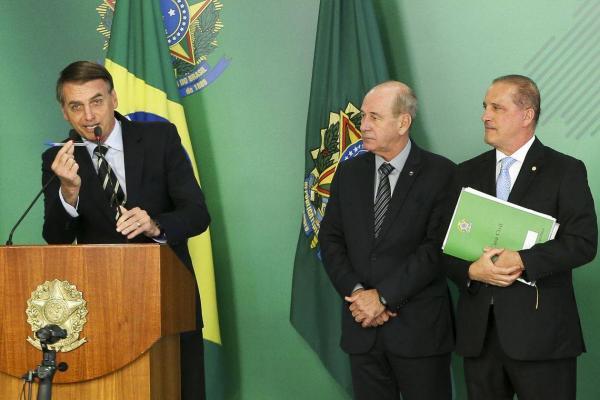 Bolsonaro rebate críticas ao decreto da posse de armas