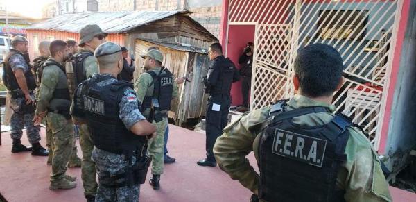 Operação integrada com 200 policiais busca traficantes na Compensa