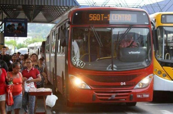 Suspeito de assaltar ônibus é morto a facadas por passageiro, em Manaus