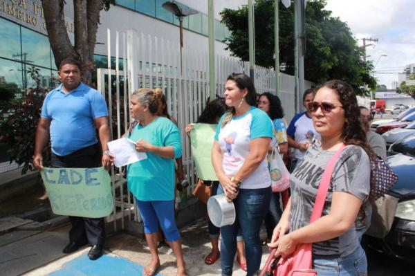 Mães de crianças autistas protestam por falta de medicamentos em Manaus
