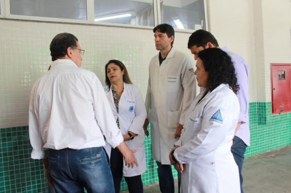 Médicos voltam a reclamar de salários atrasados e precariedade, em Manaus