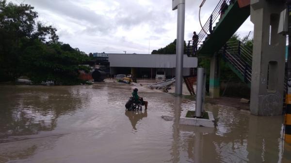 Defesa Civil registra 35 ocorrências durante fortes chuvas nesta quarta-feira (13), em Manaus