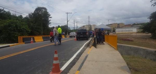 Prefeitura entrega ponte revitalizada no conjunto Nova República