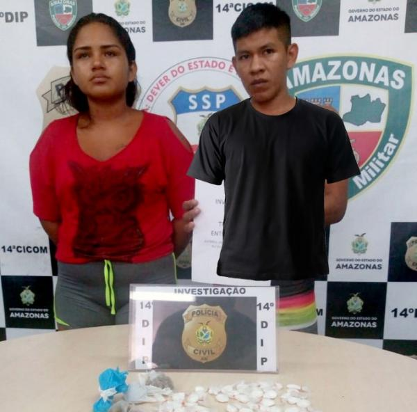 Polícia Civil prende dupla com 60 trouxinhas de cocaína e porções de maconha do tipo skunk e oxi