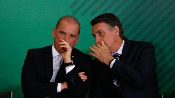 Após reunião com Onyx, Bolsonaro chega ao Planalto para definir destino de Bebianno