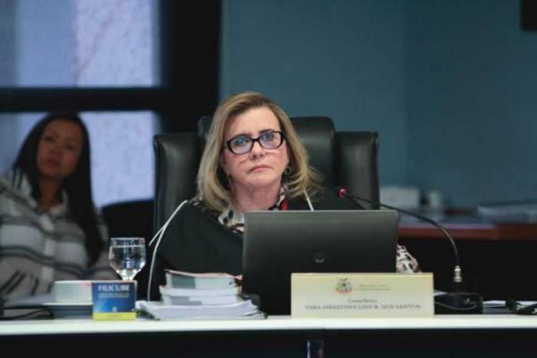 Presidente do TCE suspende portaria da Seduc com dispensa de licitação