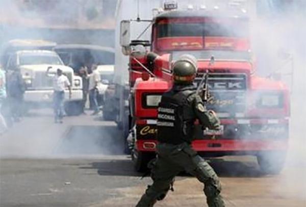 Sobe para 2 o número de mortos em confronto na fronteira da Venezuela