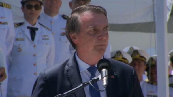 'Democracia e liberdade só existem quando as Forças Armadas assim o querem', afirma Bolsonaro