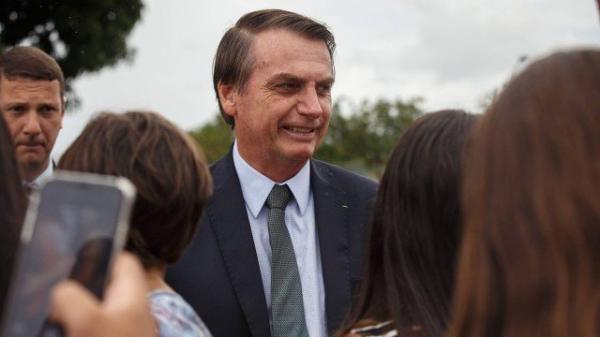 Previdência: Bolsonaro pede sacrifício aos militares