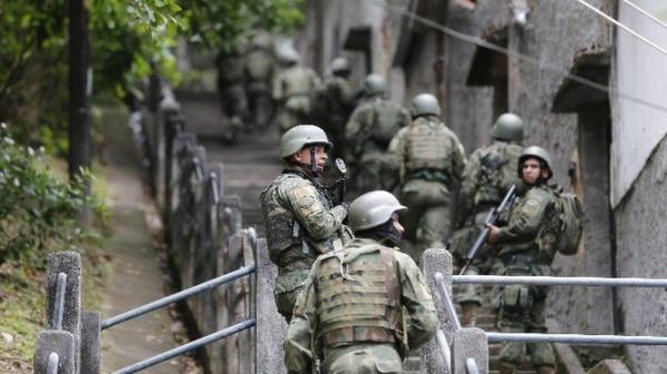 Bolsonaro pede 'sacrifício' a militares para aprovar reforma da Previdência