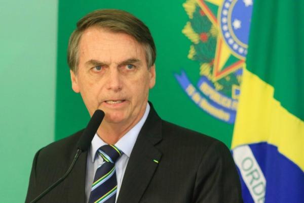 Jornal francês desmente informação falsa replicada por Bolsonaro e site