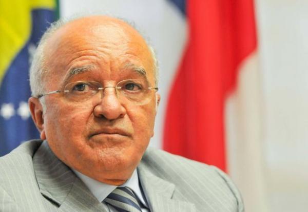 Governador cassado por corrupção quer receber indenização do Estado