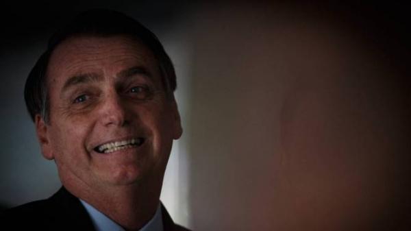 Bolsonaro comemora resultado de leilão de aeroportos: 'É o Brasil voltando a crescer!'