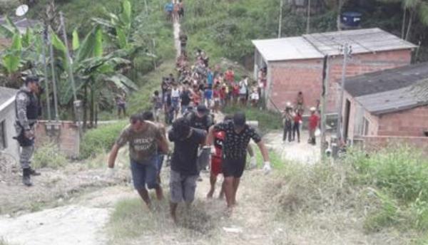 Corpo é encontrado em cova em invasão de Manaus