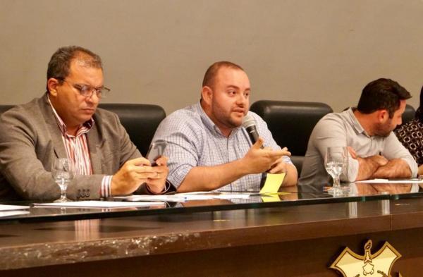 O deputado estadual Fausto Jr. (PV) realiza diálogo para liberação de emendas impositivas