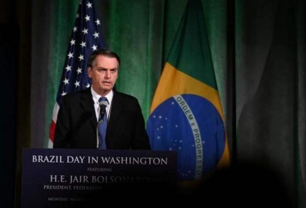 Bolsonaro nega à Fox News conhecer suspeito de matar Marielle e defende muro de Trump