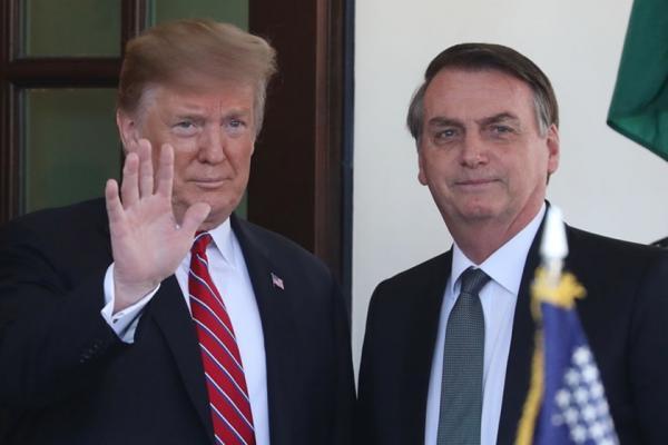 Bolsonaro chega à Casa Branca para se reunir com Donald Trump