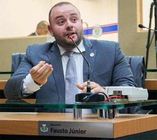 Dep. Fausto Jr. comenta dispensa de licitação para merenda na Seduc