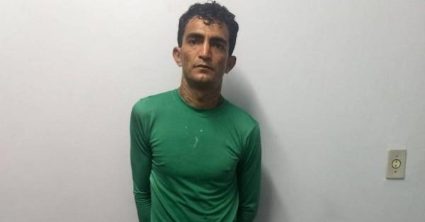 Homem com 4 mandados de prisão em aberto por homicídio é preso