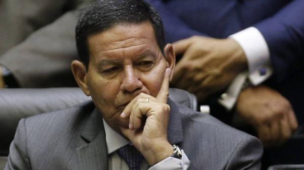 'Muito ruim para o país ter um ex-presidente preso', diz Mourão sobre prisão de Temer