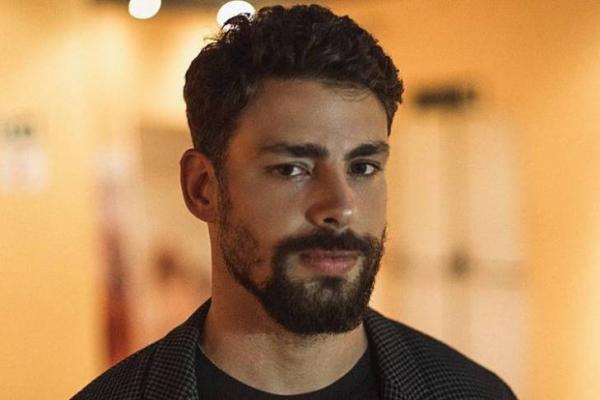 Cauã Reymond renova contrato com alto salário e se nega a trabalhar com Grazi Massafera