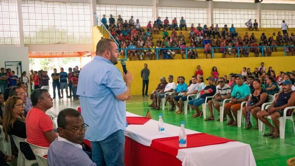 Dep. Fausto Jr. entrega implementos agrícolas em Santa Isabel do Rio Negro
