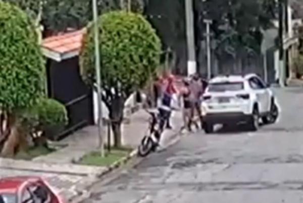 Campeã do 'BBB' é vítima de assalto à mão armada na porta de casa