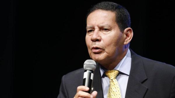 Mourão prevê aprovação no Congresso até agosto e diz que governo deve conversar com Maia