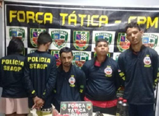 Traficantes de drogas presos vestiam camisas da polícia quando saíam às ruas para cometer crimes
