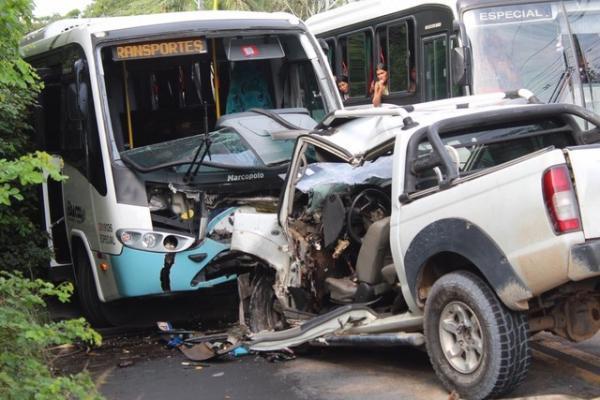 Sargento da PM morre após colisão com micro-ônibus na AM-010