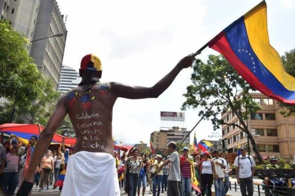 Avião russo está na Venezuela entre rumores sobre chegada de militares