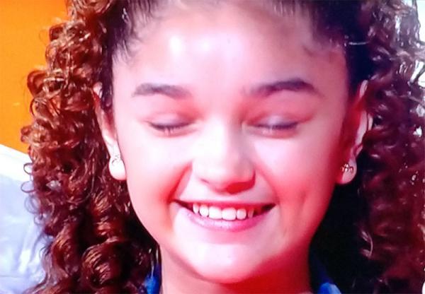 Raylla Araújo segue para a semifinal no The Voice Kids com 42,51% dos votos .