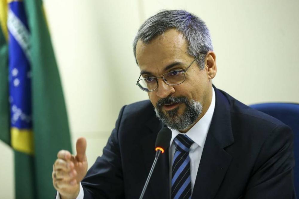 Situação nas universidades federais vai melhorar, diz ministro