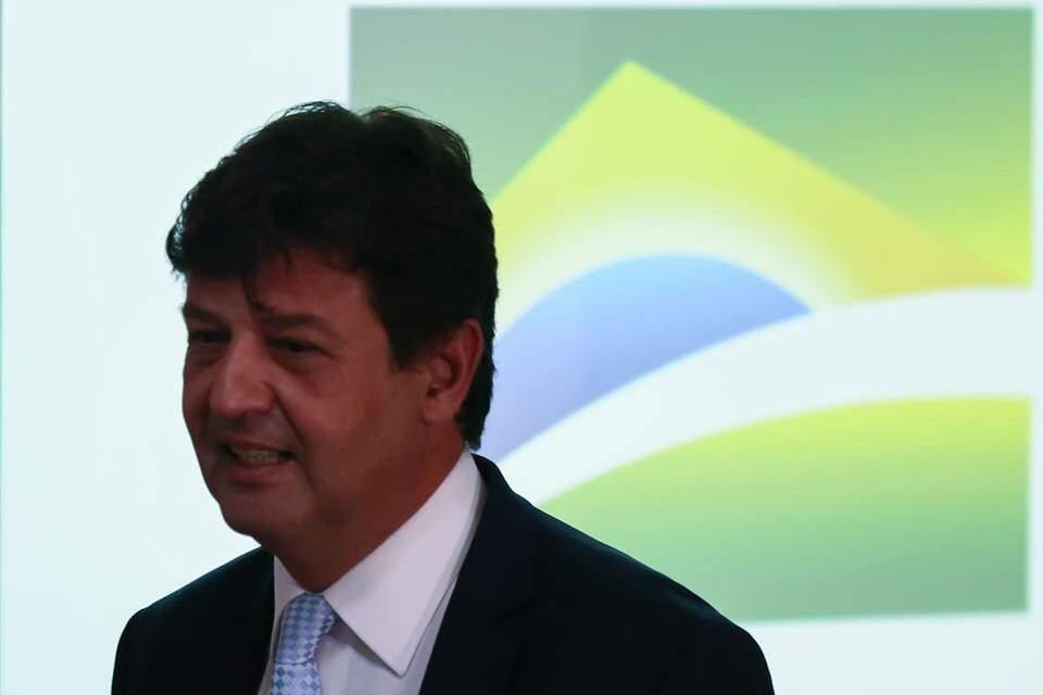 Coronavírus: ministro da Saúde pede adiamento das eleições 2020