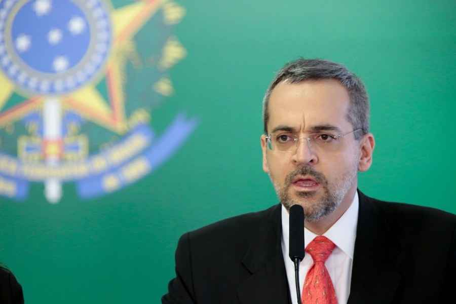 Ministro diz que governo recorrerá de decisão sobre adiamento do Enem