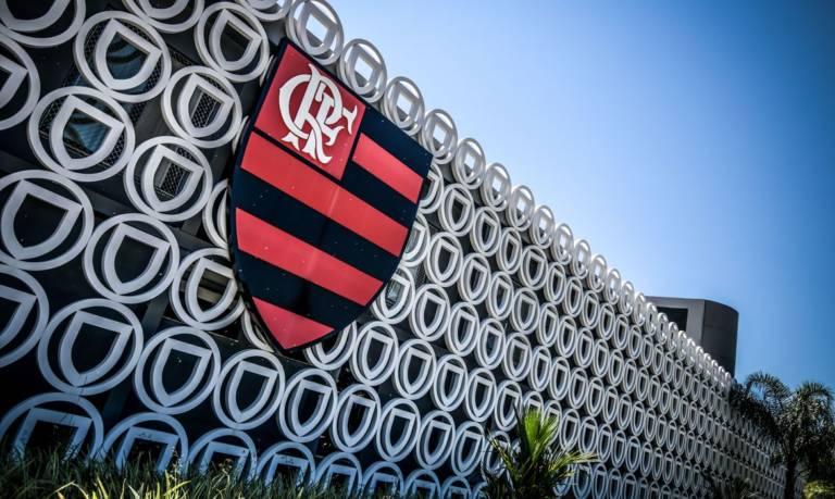 Mesmo com três jogadores infectados, Flamengo quer autorização para treinar